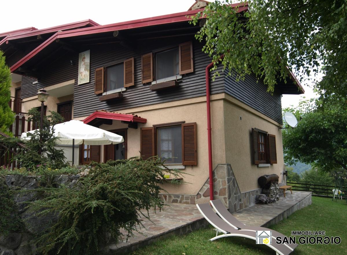 Villa in vendita a Esino Lario, 7 locali, prezzo € 215.000   CambioCasa.it