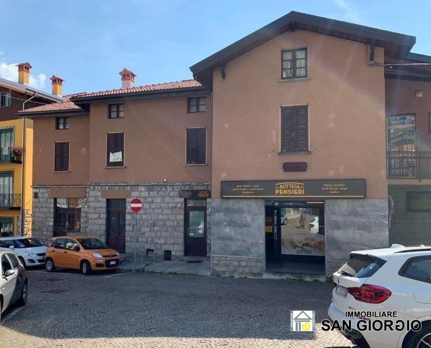 Villa a Schiera in vendita a Esino Lario, 8 locali, prezzo € 105.000   CambioCasa.it