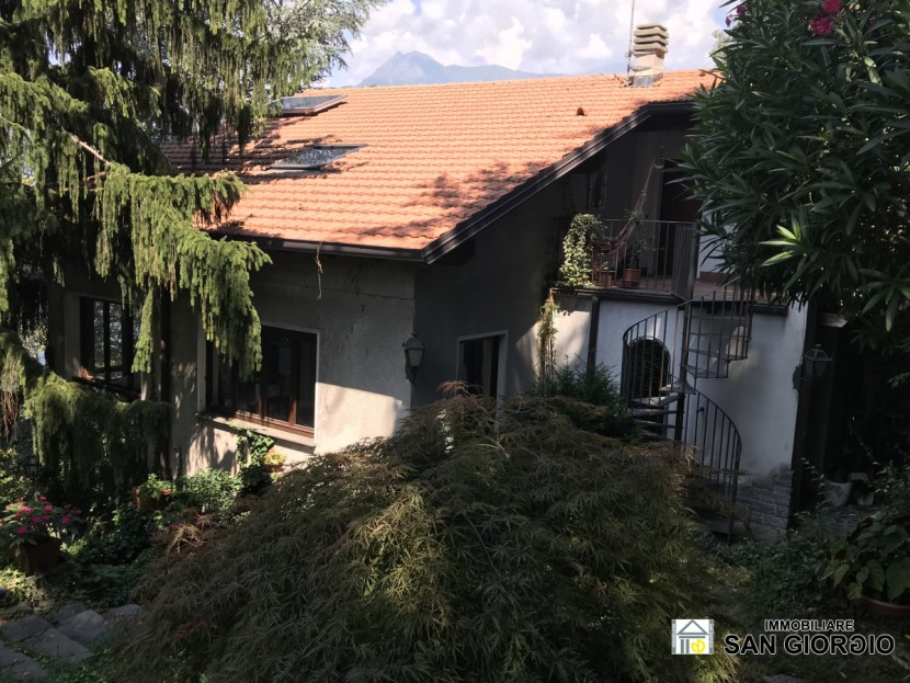 Sale Independent Houses Perledo - Perledo at 1 Km from Varenna villa surrounded by greenery with adjoining land. Lake view  Locality