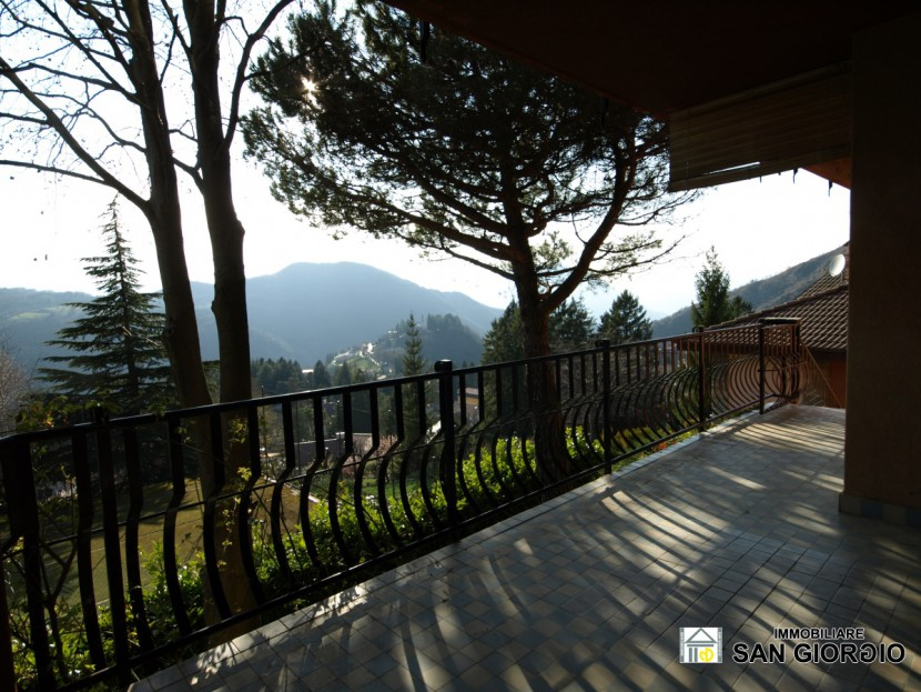 Sale Independent Houses Esino Lario - ESINO LARIO for sale detached house arranged over two floors fully furnished including garage. Beautiful panoramic view. Locality