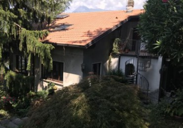 Perledo at 1 Km from Varenna villa surrounded by greenery with adjoining land. Lake view